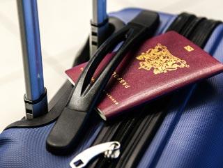 Valigia e passaporto